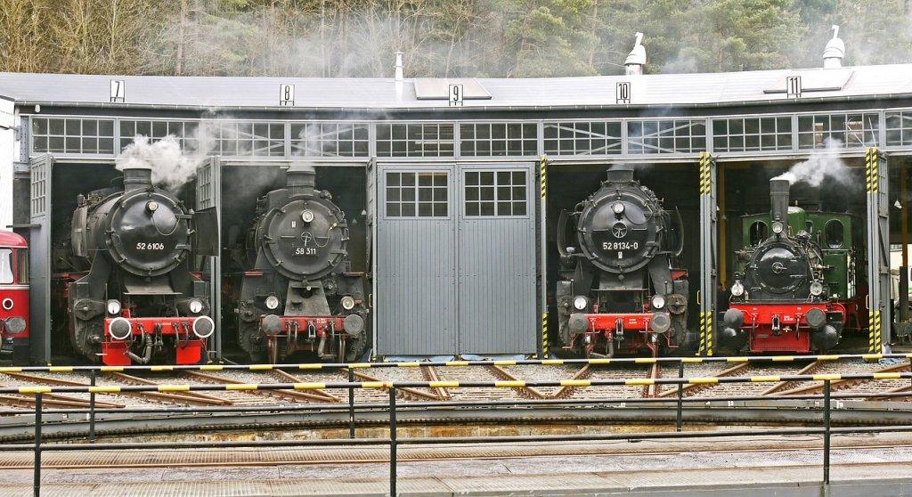 steam-locomotives-3021209_1280.jpg