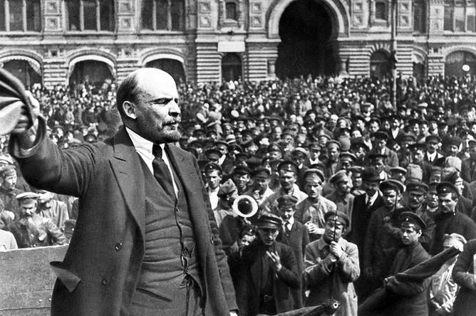 Владимир Ленин на митинге.jpg